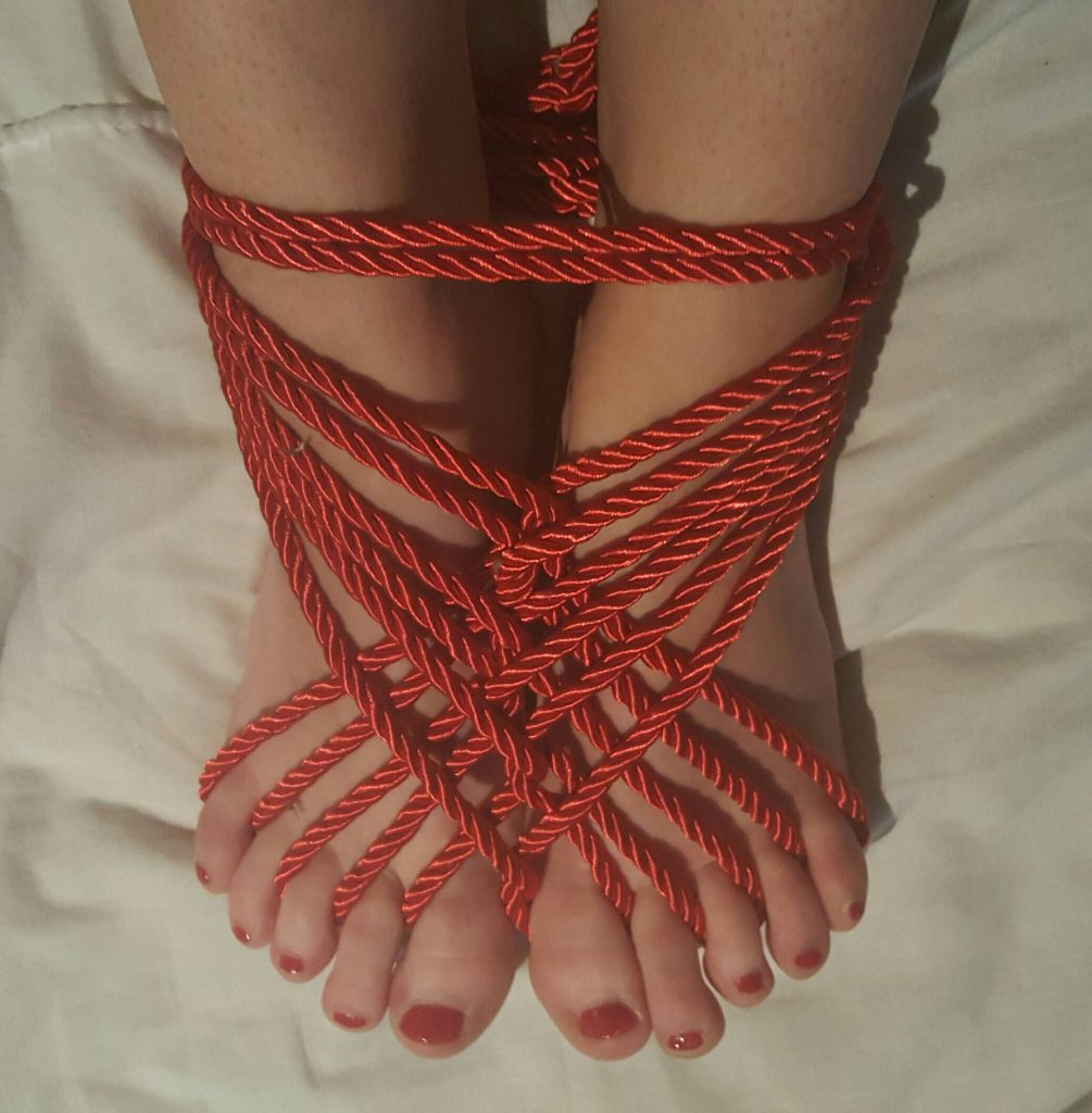 Sinful Sunday - Nylon, Knots & Toes