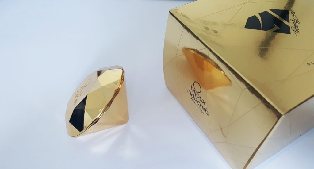 Photo of the Bijoux Indiscrets Twenty One and it's gold cube box.