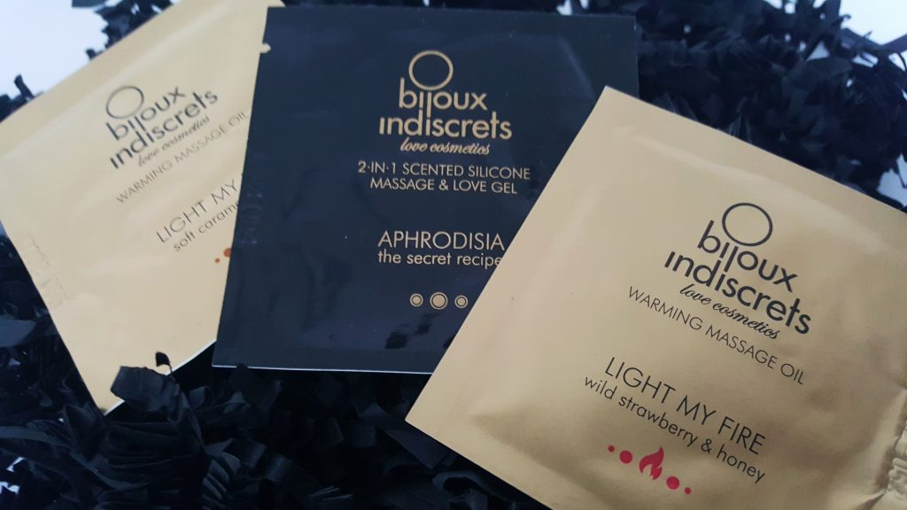Photo of the Bijoux Indiscrets Sachets samples. Small square packets of massage oil.